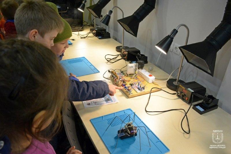 На Одещині для учнів відкрили центр робототехніки та програмування