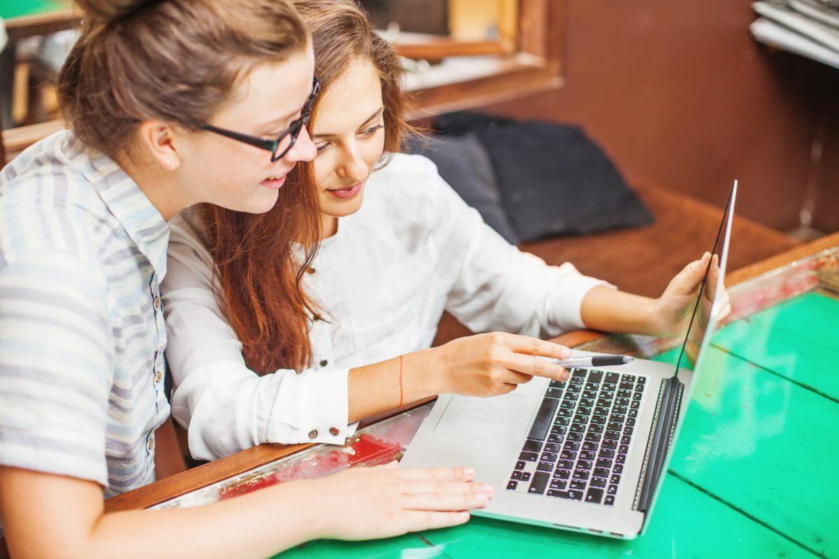 Гуглформи, чати і записки – як спілкуються вчителі, учні та батьки у київській гімназії