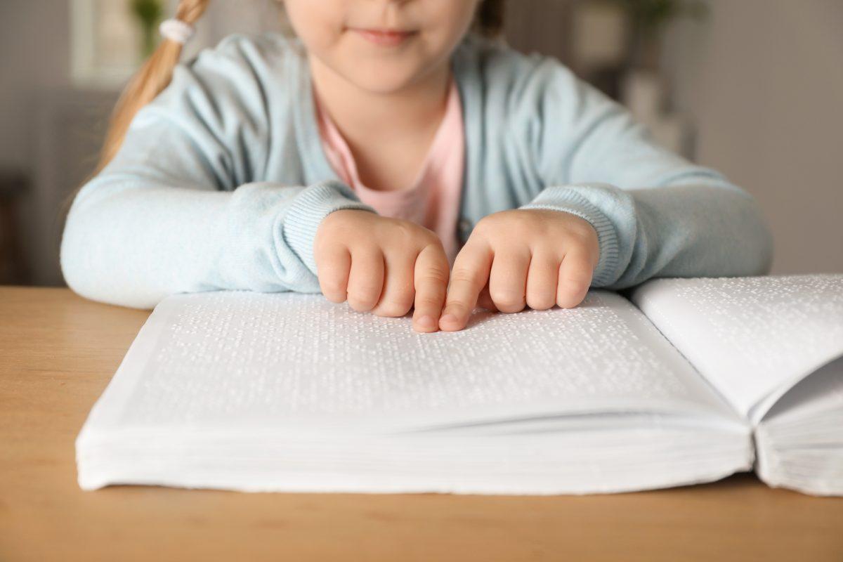 Як допомогти незрячій дитині адаптуватись у школі. Частина 2