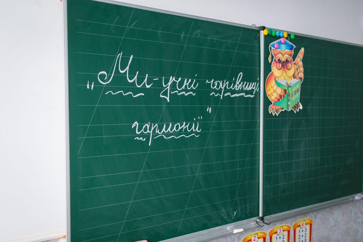Веселкова школа - про директорку-листоношу, яку кличуть за іменем, і (не)педраду, де всі танцюють-10